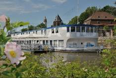 Hotel - Cafe Restaurant Schlott - Ship in Frankfurt (Main) - Exhibition