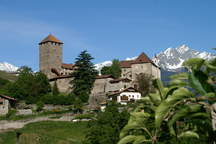Alto Adige with castle Tyrol as an event location, wedding location and meeting room near Bolzano